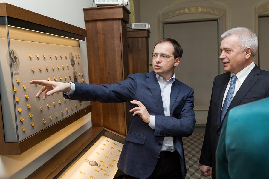 Мединский открыл выставку «Золотые монеты вистории династии Романовых»