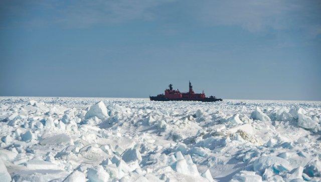 В Петербурге на воду спустили ледокол с характером Примакова