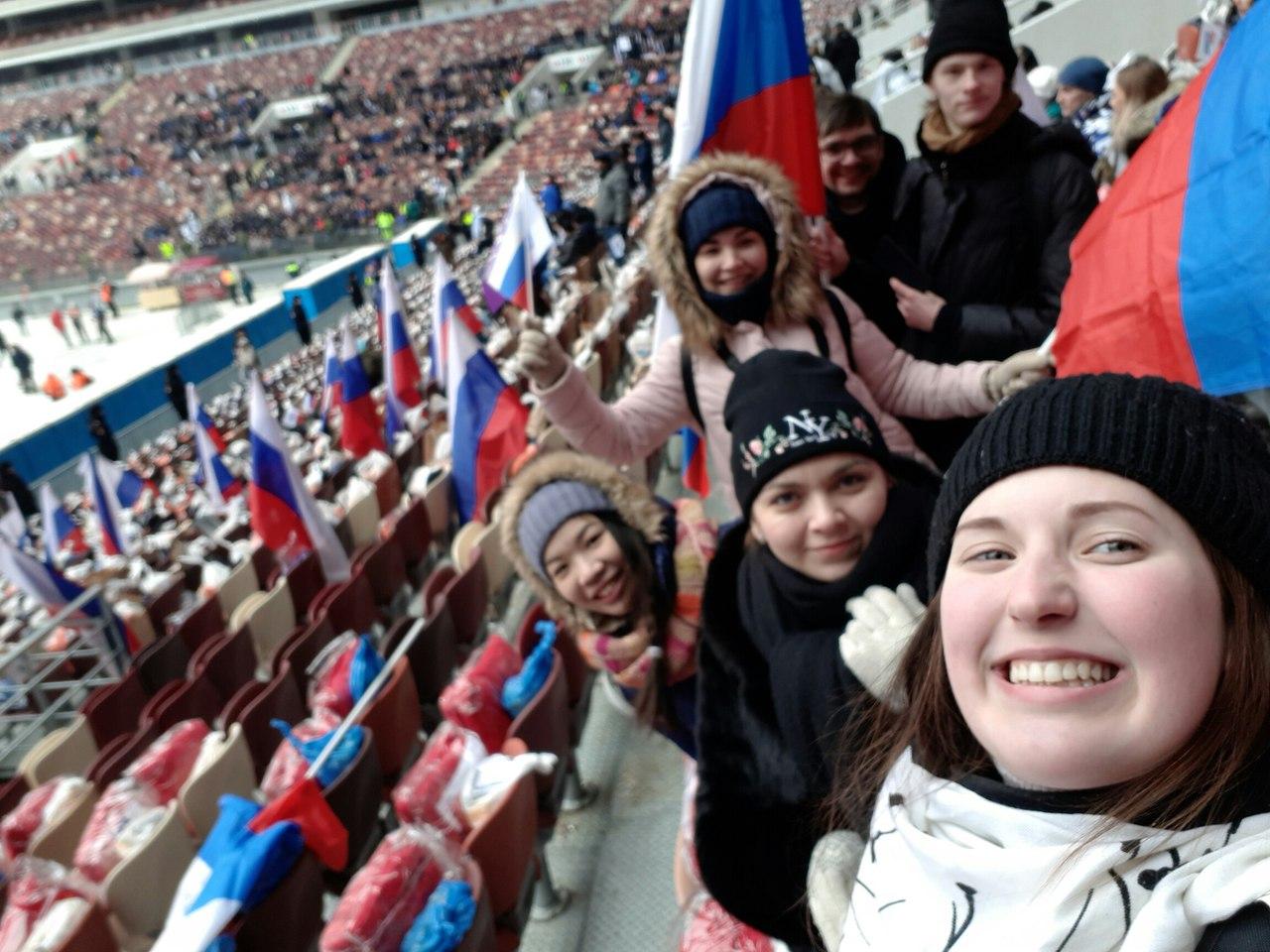 Намитинг вподдержку В. Путина в«Лужниках» пришло неменее 130 тыс. человек