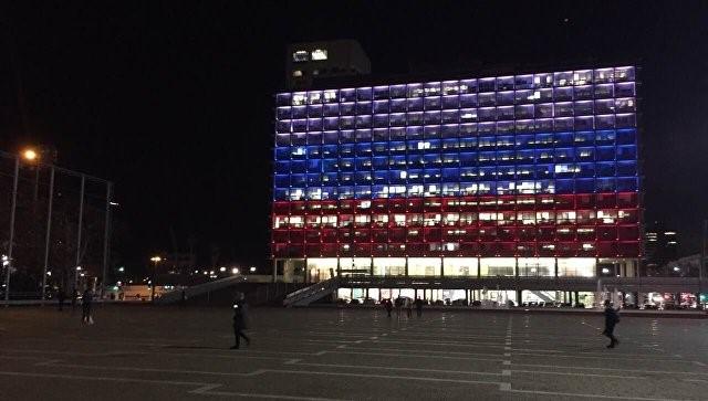 Мэрия Тель-Авива взнак солидарности окрасилась вцвета русского флага