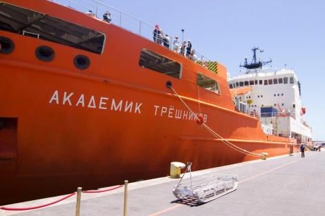 «Академик Трешников» вернулся вПетербург изантарктической экспедиции