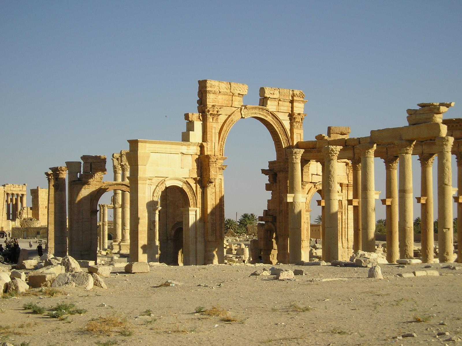 ВГМЗ «Царское село» установили копию колонны Зенобии